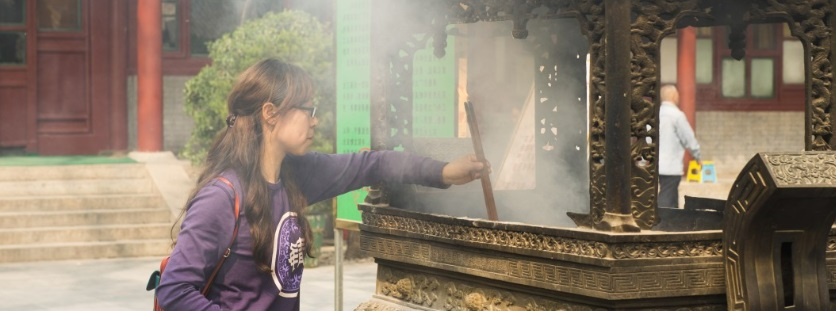 une femme superstitieuse en Chine