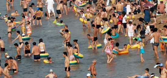 Des vacanciers à la plage
